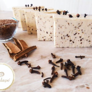 Scrub soap with cloves, cinnamon and flax seeds