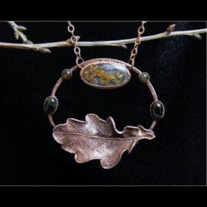 Oak leaf pendant with agate