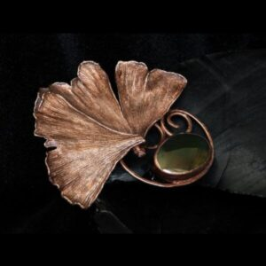 Ginkgo leaves brooch with agate