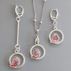 Birds with pink nacre